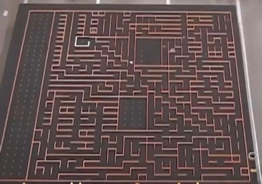 souris-robot-dans-un-labyrinth