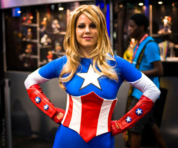 lady captain america On a retrouvé la femme de Mario et Luigi au Comic Con 2012