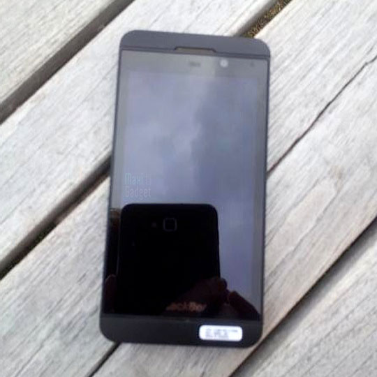Blackberry10 photo live london BlackBerry 10: Smartphone style iPhone 5 (Photos, Video)