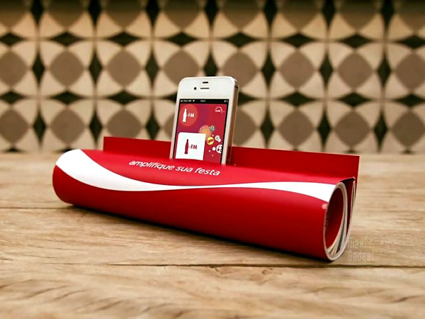 coca cola magazine ampli iphone Coca Cola: Magazine devient Amplificateur pour iPhone (Video)