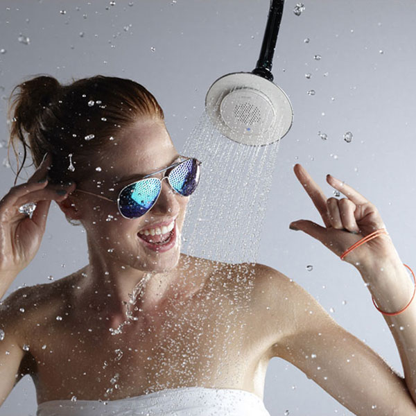 kohler moxie bluetooth speaker shower head Kohler Moxie: Pomme de Douche Haut Parleur Bluetooth Amovible