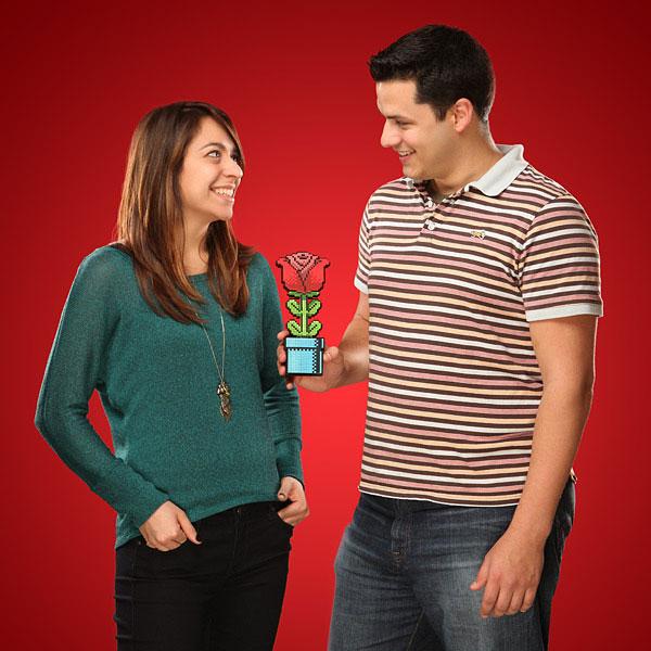 8bit rose pour st valentin cadeau geek Cadeau Geek pour la St Valentin: Offrez Lui une Rose 8 Bit