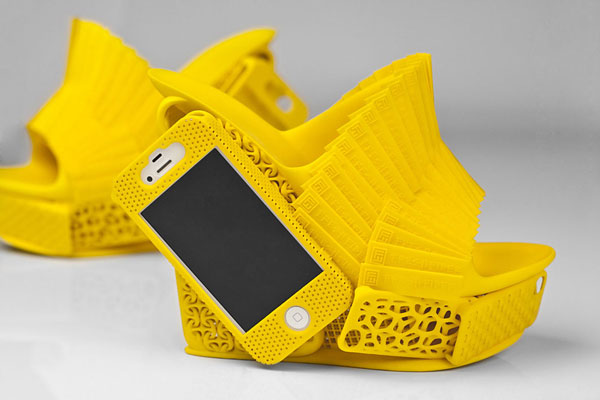 Chaussures-Support-iPhone-par-Alan-Nguyen-Modele-Jaune