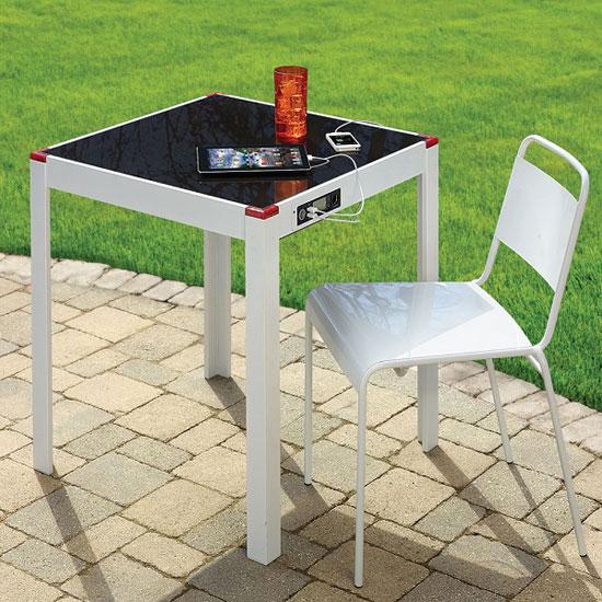 table de jardin solaire pour recharger smartphone tablette