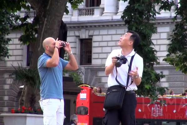 camera-cachee-avec-pistolet-eau-en-forme-d-appareil-photo