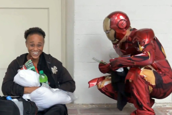 iron-man-superhero-des-sans-abris