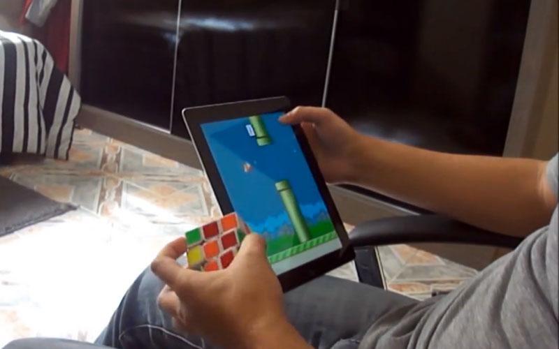 Jouer-a-Flappy-Bird-et-Rubiks-Cube-en-meme-temps