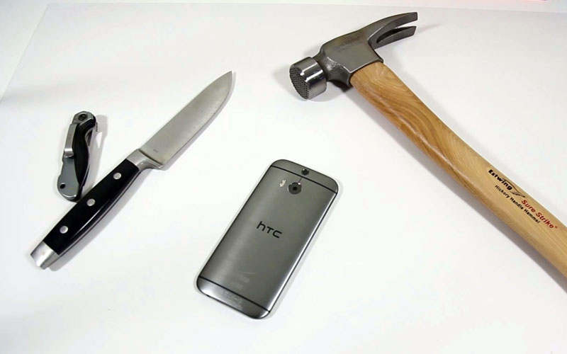 htc-one-m8-crash-test-torture-resistance-eau