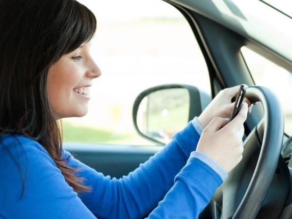 texter-ou-conduire-il-faut-choisir