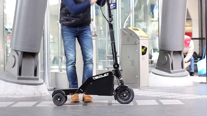 trikelet plus petit scooter electrique au monde Trikelet: Plus Petit Scooter Electrique Pliable taillé comme un Bagage
