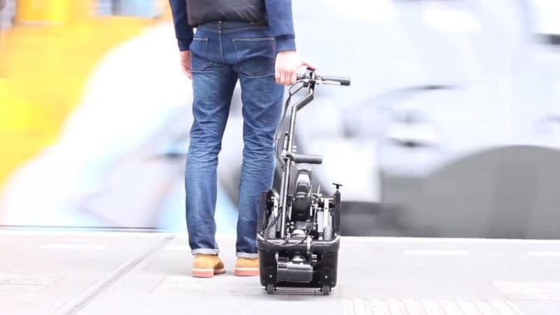 trikelet plus petit scooter electrique de la taille dun chariot Trikelet: Plus Petit Scooter Electrique Pliable taillé comme un Bagage