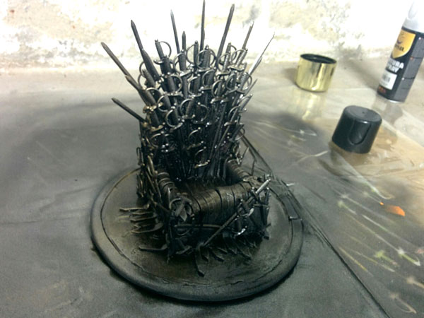 Iron-Throne-fabriquer-support-mobile-game-of-thrones