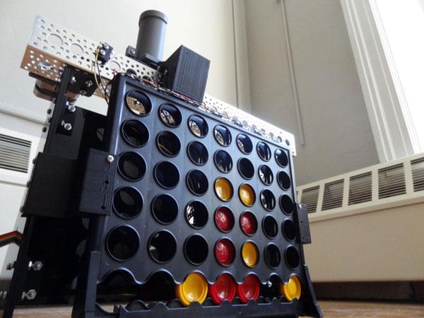 il-invente-un-robot-pour-jouer-a-puissance4