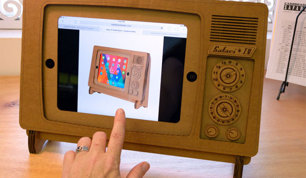 safari-tv-cardboard-support-ipad-en-carton-style-TV-retro