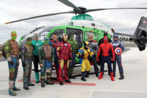 SWAT-en-Super-Heros-pour-les-enfants-malades-durant-Halloween