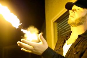 Pyro-Bracelet-lance-flammes-en-vente