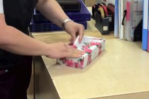 technique-pour-emballer-cadeaux-rapidement-comme-un-pro