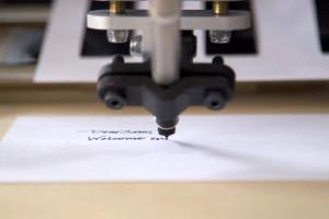 bond-robot-qui-reproduit-ecriture-en-lettre-manuscrite