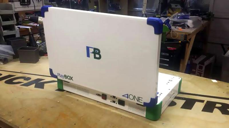playbox-console-portable-qui-lit-les-jeux-xbox-one-ps4