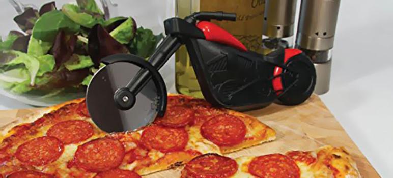 coupe-pizza-en-forme-de-moto
