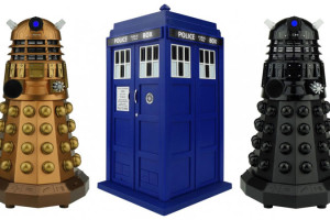 doctor-who-tardis-dalek-bluetooth-speaker-by-massive-audio