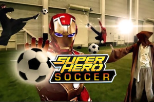 Super-Heros-jouent-au-Football-Video