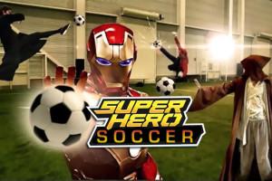 Super-Heros-jouent-au-Football-Video