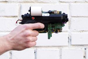 pistolet-gameboy-pour-imprimer-photos-instantanees-DIY