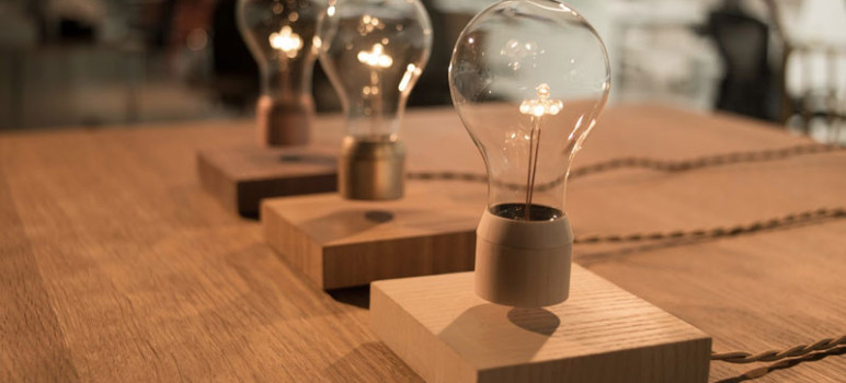 Flyte-Ampoule-LED-en-Levitation-Lampe-Design