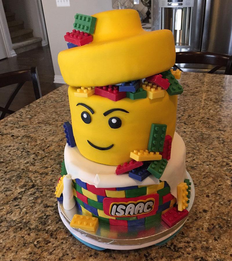 lego: gâteau d'anniversaire hors-norme à dévorer des yeux