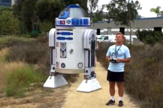 stars-wars-robot-R2D2-volant-au-Comic-Con-2015-San-Diego