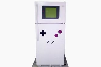 transformer-refrigerateur-en-gameboy-geante-avec-freezerboy