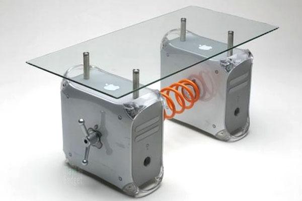 Conception innovante d21f3 cdce5 Apple Power Mac G4: Table Basse Design et Futuriste en Vente