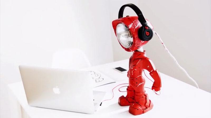 Lampster Lampe Connectee En Forme De Robot Pour Geek