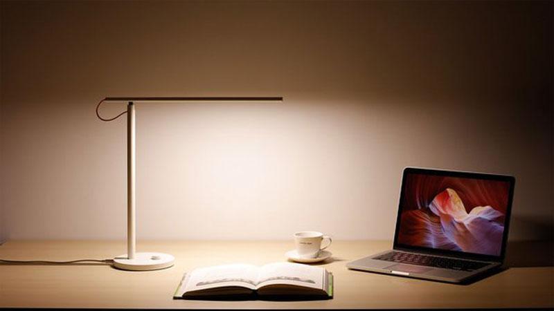 Xiaomi Devoile Une Lampe De Bureau Connectee Pas Cher