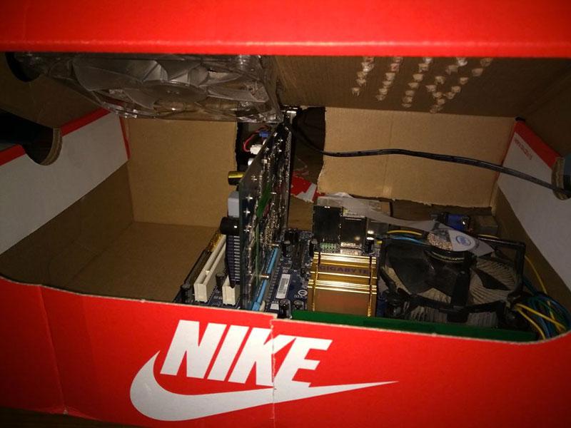 Un À Avec Une Chaussures Boitier Fabriquer Boite Pc Niketuto f7gb6Yy